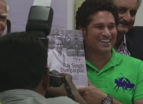 News video: Sachin Tendulkar Appears at a Book Launch in Mumbai